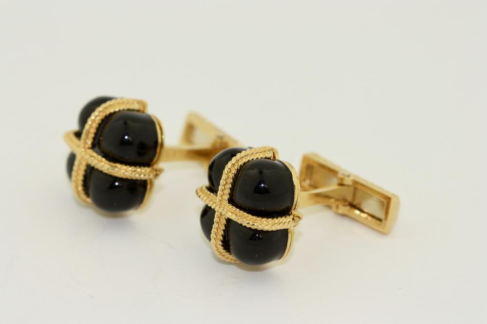 Lot 44: Pair of 18kt yellow gold and onyx Cufflinks, Emis