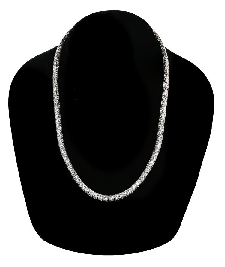 VERY FINE PLATINUM DIAMOND NECKLACE