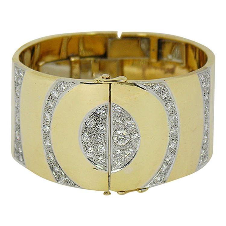 Gold Bracelet with Circular Pave Design