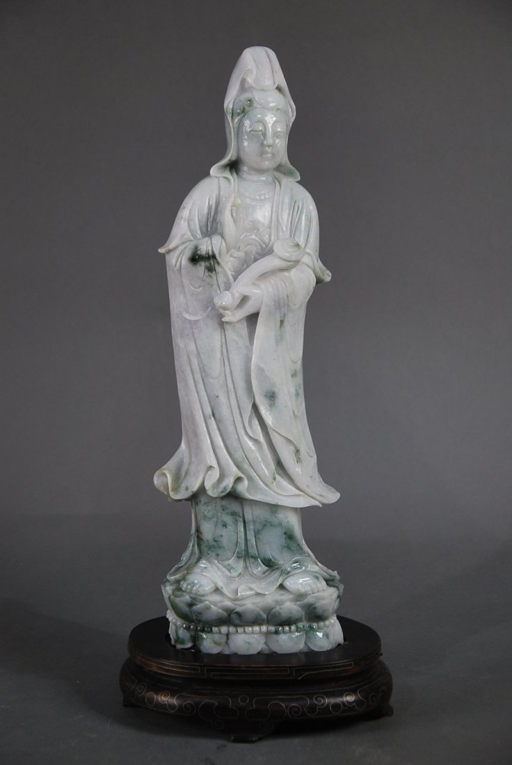 A LARGE LIGHT LAVENDER JADE FIGURE  OF QUANYIN, CHINESE