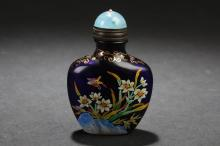 A Flower-decorating Estate Chinese Snuff Bottle