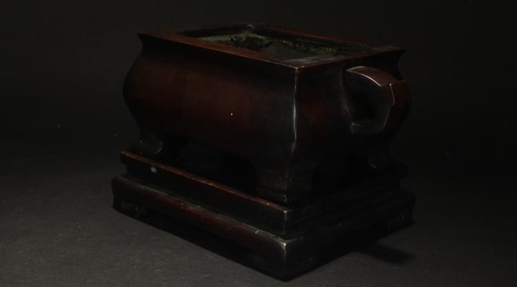 A Chinese Seated Estate Censer Display