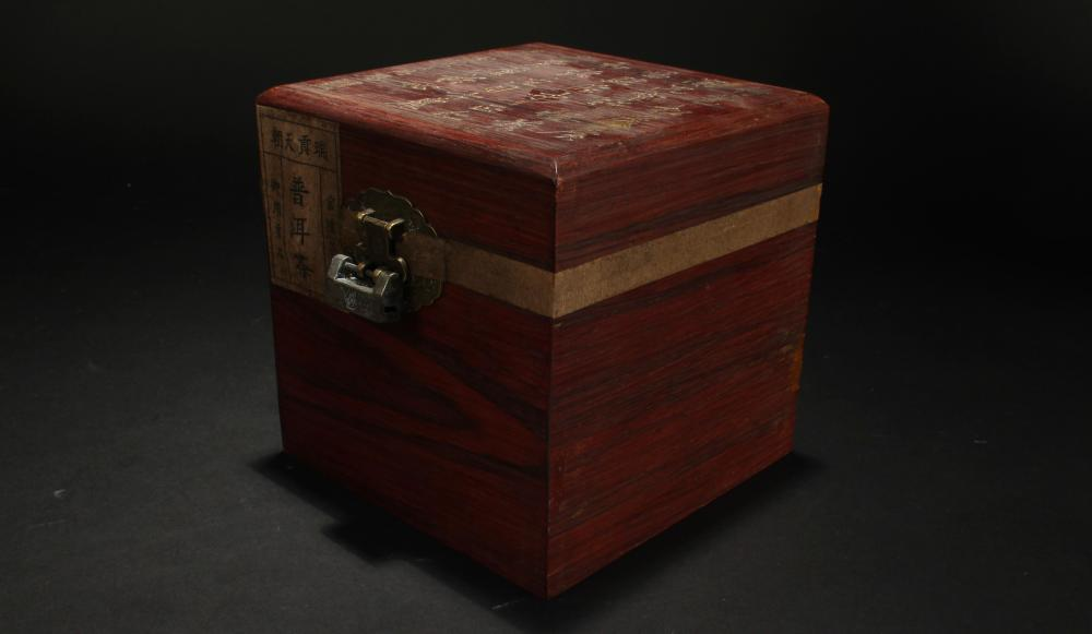 A Chinese Sealed Poetry-framing Estate Fortune Box