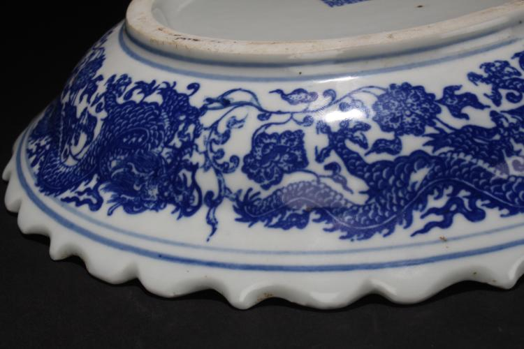 A chinese dragon decorating blue and white porcelain plate for Decorating with blue and white pottery