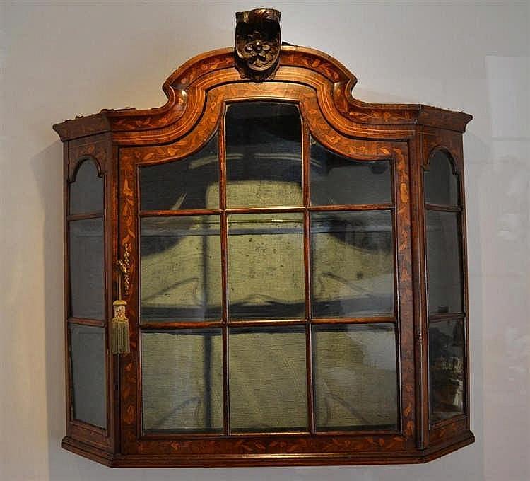 Wandvitrine 18e eeuw