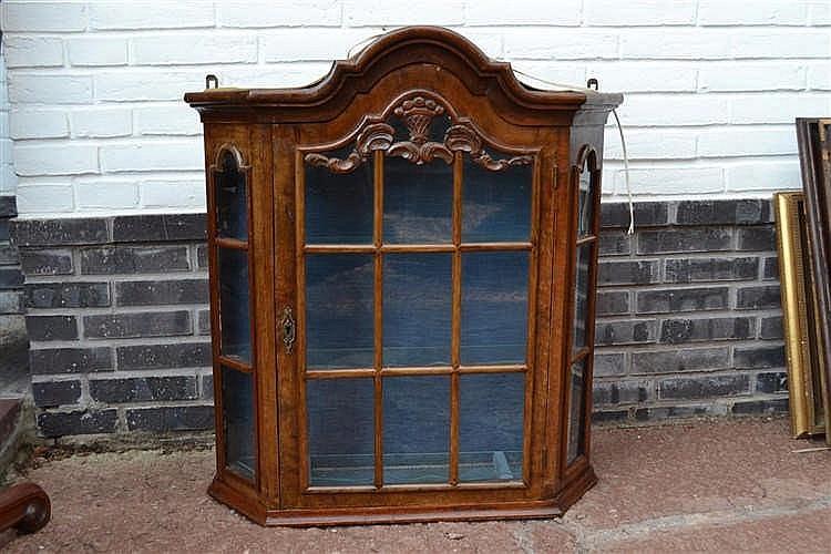 Wandvitrinekastje 18e/19e eeuw