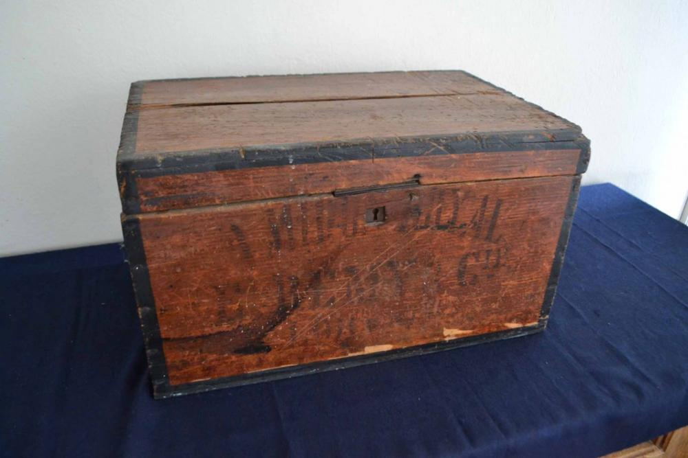 (Curiosities) Small chest
