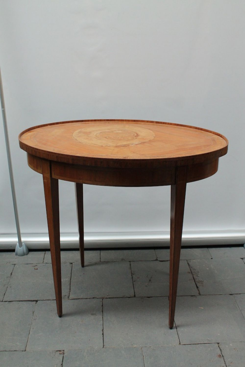 (Curiosities)  Side table