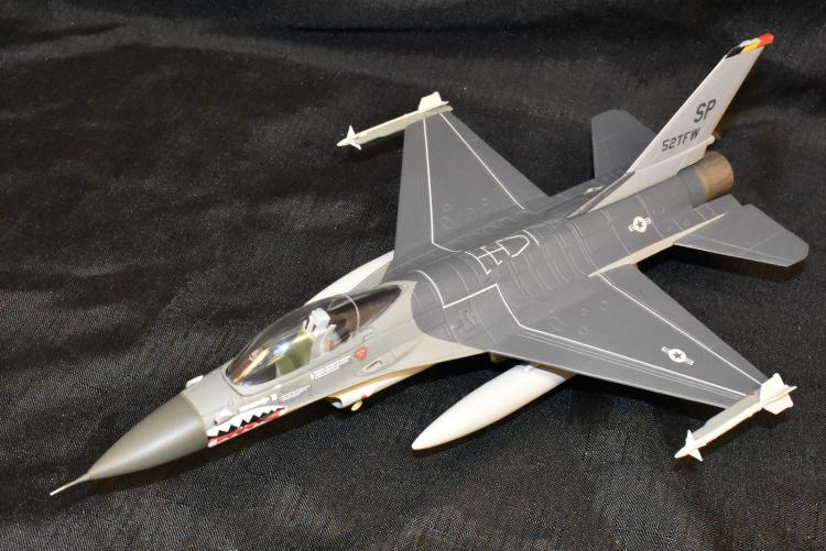 Franklin Mint Armour Collection 1/48 Scale Diecast Model F16