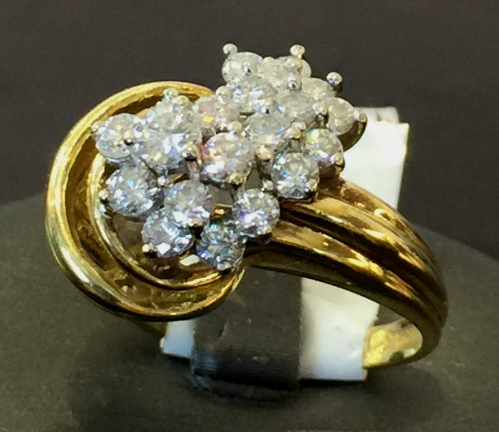 Stunning 1 tcw. Diamond Ring in 14k YG