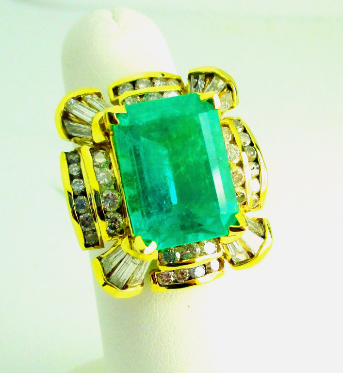 10.74 ct. Emerald Ring w/ Diamond Accents