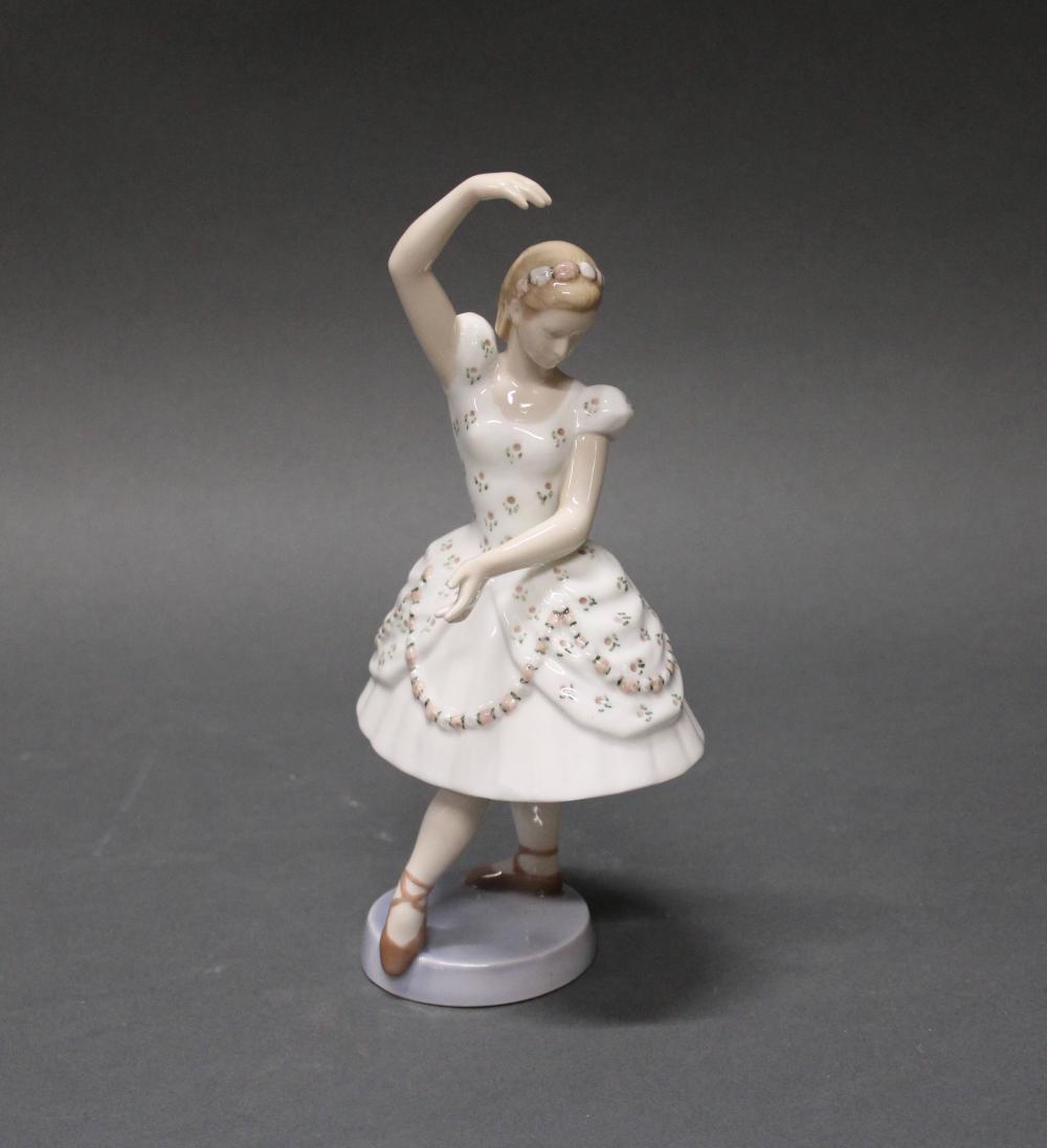 """Porzellanfigur, """"Columbine"""", Bing & Gröndahl, Modellnummer 2355, polychrom, aus der Pantomine Tivoli-Serie, Modellentwurf von Ebbe Salodin und Svend Jespersen, 25 cm hoch"""