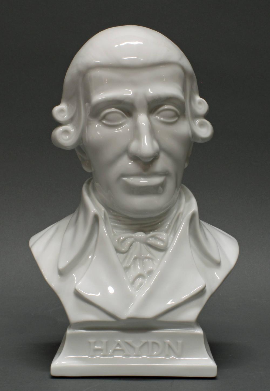 """Porzellanbüste, """"Haydn"""", Herend, Weißporzellan, Büste des Komponisten Franz Joseph Haydn, Modellentwurf von Jenö Hanzély (1919-2000), 27 cm hoch"""