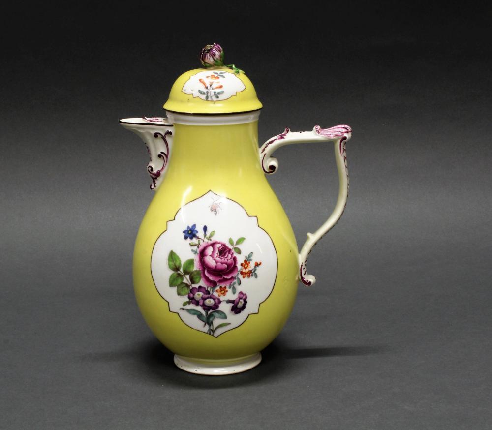 Kaffeekanne, Meissen, Schwertermarke, um 1770, Birnform, J-Henkel mit Schuppen und Muschelzier, gelber Fond, Reserven mit bunten Blumen und Insekt auf weißem Grund, 26 cm hoch, restauriert, Deckelknospe mit Chip