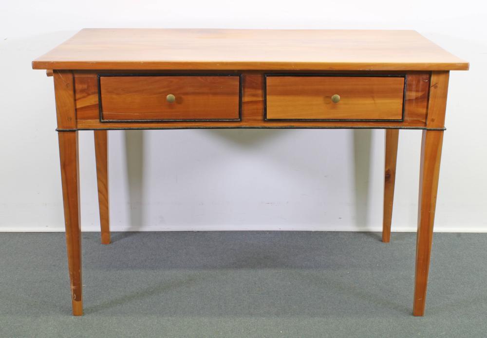 Tisch/Schreibtisch, Biedermeier, um 1825, Kirschbaum, ebonisierte Leisten, 82 x 122 x 71 cm, restauriert