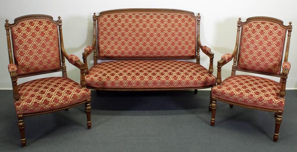 Sitzbank mit zwei Armstühlen, wohl 19. Jh., Louis Seize-Stil, Nussholz, teils goldfarbig appliziert, Veloursbezug, Bank ca. 135 cm breit, alt restauriert, alter Wurmbefall, kleine Beschädigungen