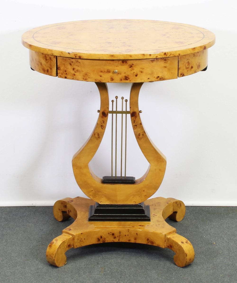 Beistelltisch, Biedermeierstil, neuzeitlich, ovale Form, Wurzelmaserholz, ein Schubfach, Lyrafuß, 69 x 59 x 49 cm, Fuß leicht lose