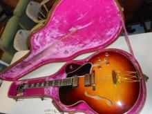 Gibson: Electric Guitar ES-350-T  1960 Vintage w/gibson case Burst Bucker pickups replaced o.e.