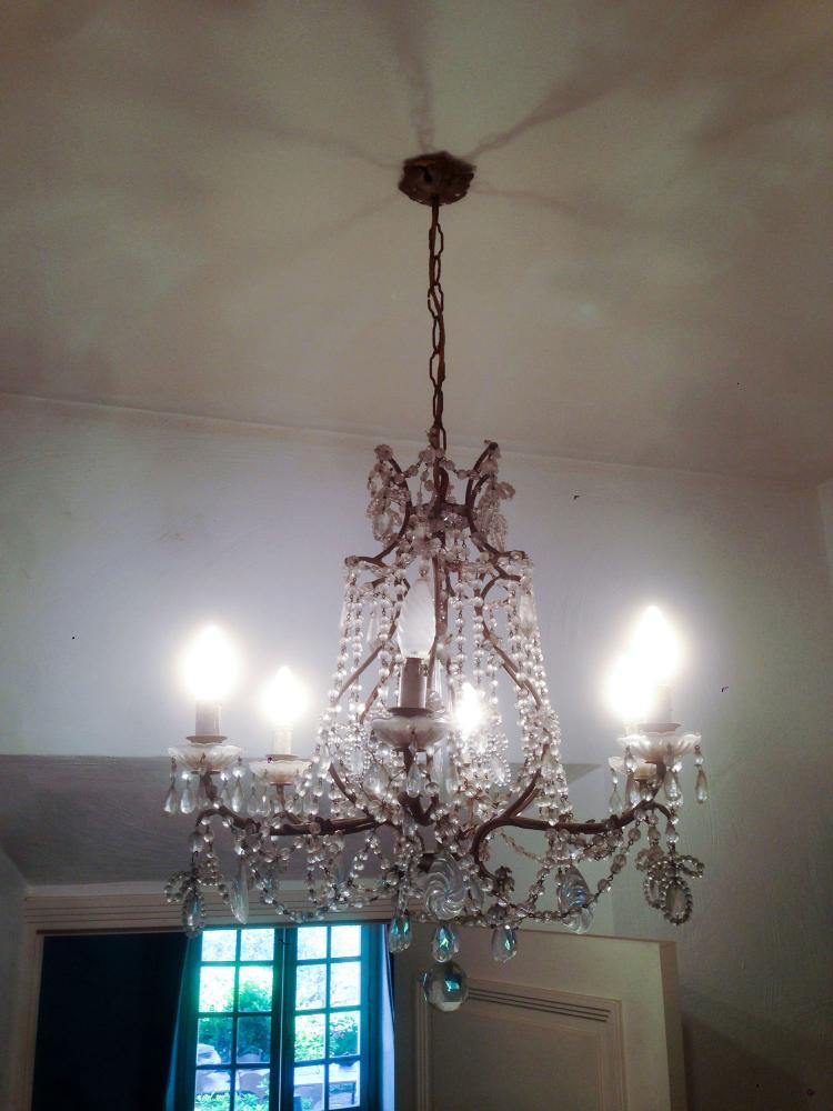 grand lustre a pampilles. Black Bedroom Furniture Sets. Home Design Ideas