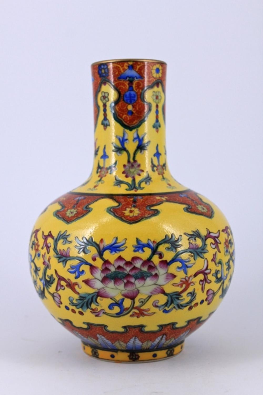 Yellow Floral Famille Rose porcealin Vase Qing Mar
