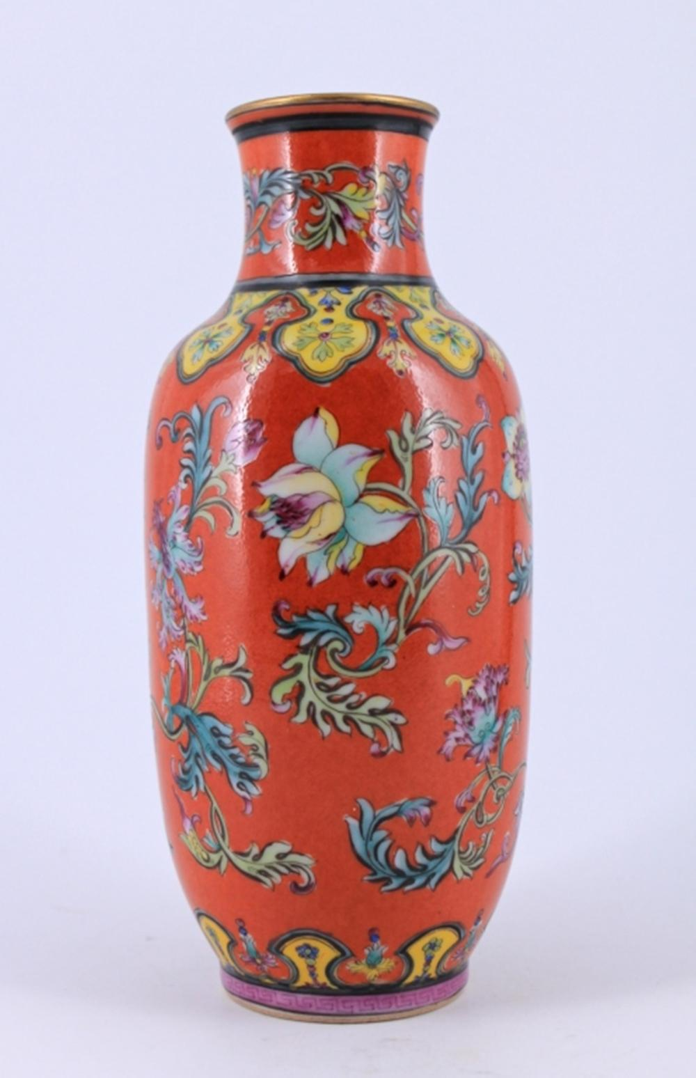 Red Floral Famille Rose porcealin Vase Qing Mark