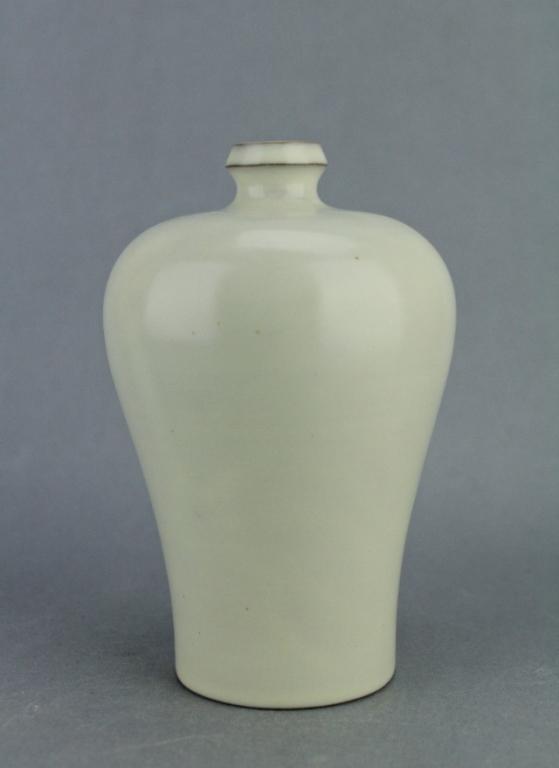 Song White DingYao Porcelain Vase