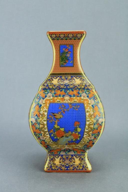 Qing Famille Rose Porcelain Vase Yong Zheng Mark