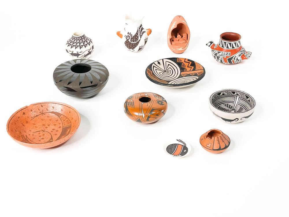 Lot of 11 Native American Pots miniature Pottery Acoma