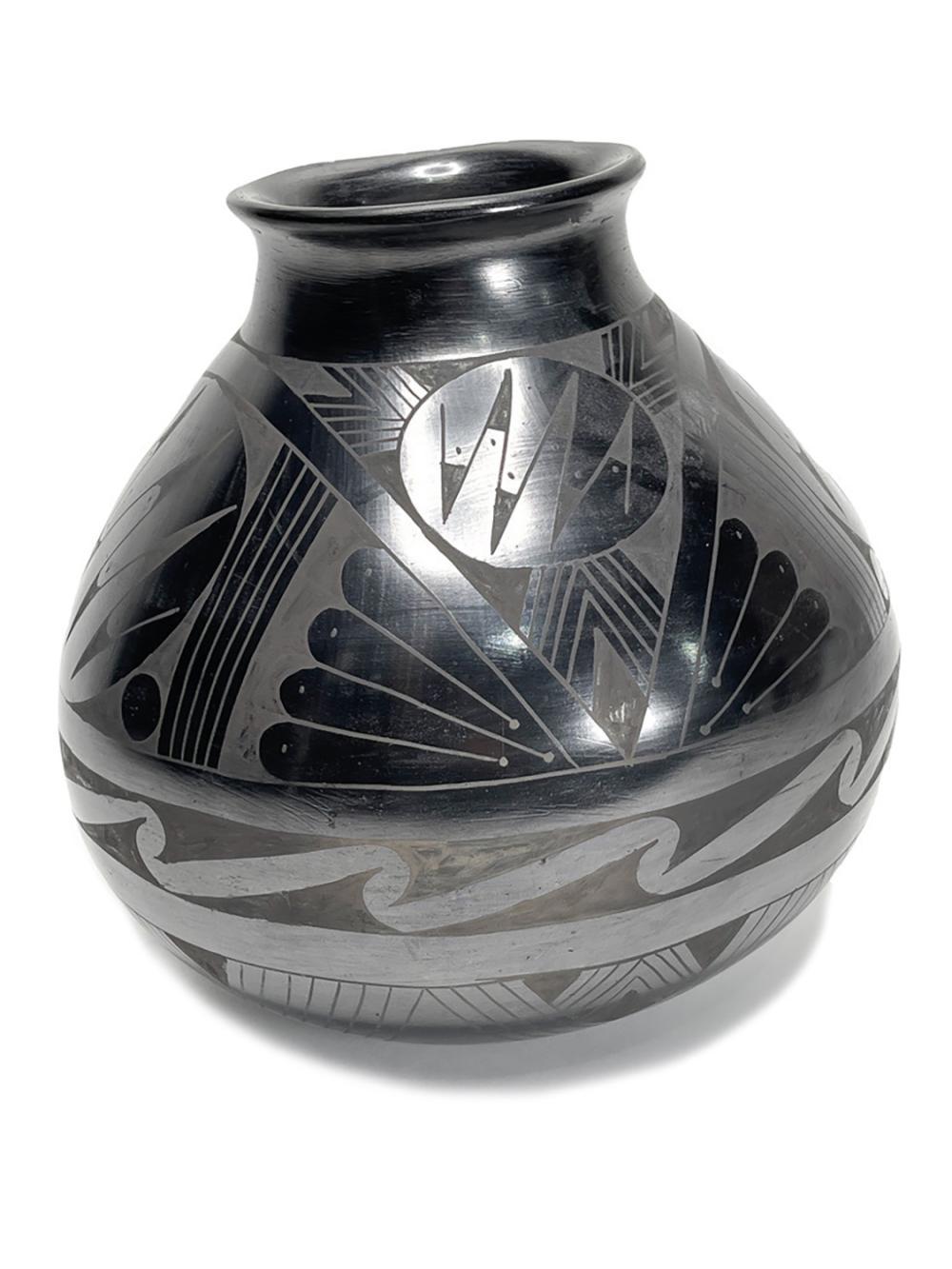 Large Tina Esperanza Mata Ortiz Pottery Pot Blackware Native American Vase