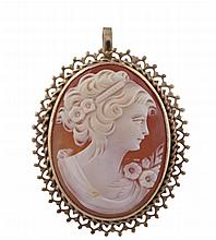 A CAMEO PENDANT/BROOCHThe cameo depicting the face of a lady, yellow metal unmarked and untested, length 3.5cm