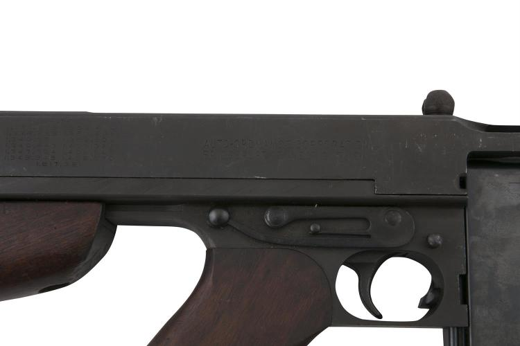 A WWII ISSUE THOMPSON 1928 AUTOMATIC SUBMACHINE GUN