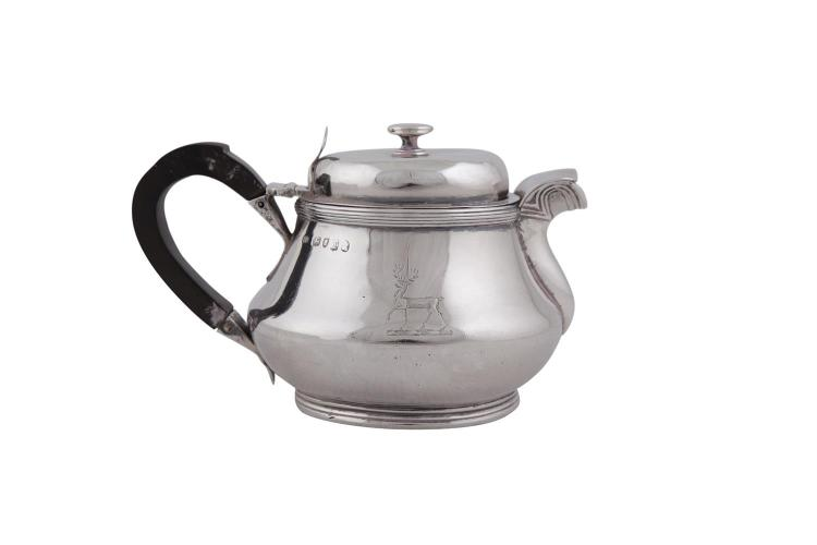 A GEORGE III SQUAT BALUSTER SILVER TEA POT, London 1814, with thumb hinged lid (c.419.5g)
