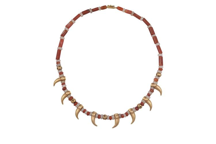 A CARNELIAN, YELLOW METAL AND ROCK CRYSTAL NECKLACE, composed of alternating beads with yellow metal claw-like designs to front, length approx. 50cm