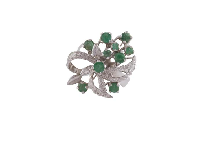 A GREEN STONE DRESS RING, mounted in silver