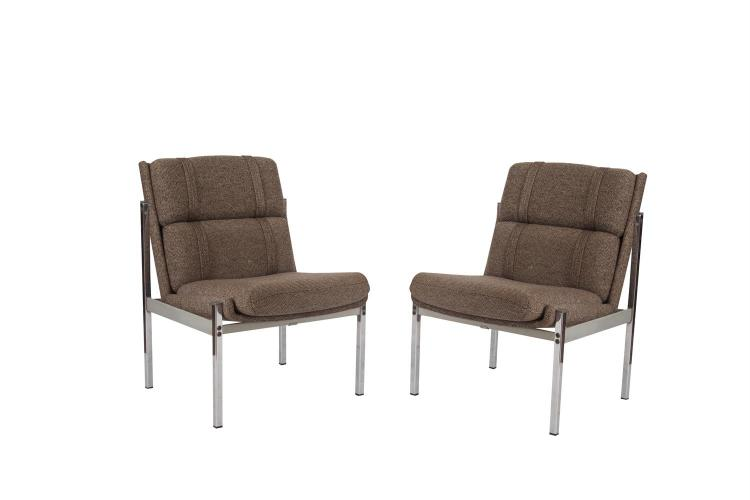 A PAIR OF CHROME FRAMED UPHOLSTERED SIDE CHAIRS, the cushion backs and seats covered with oatmeal tweed