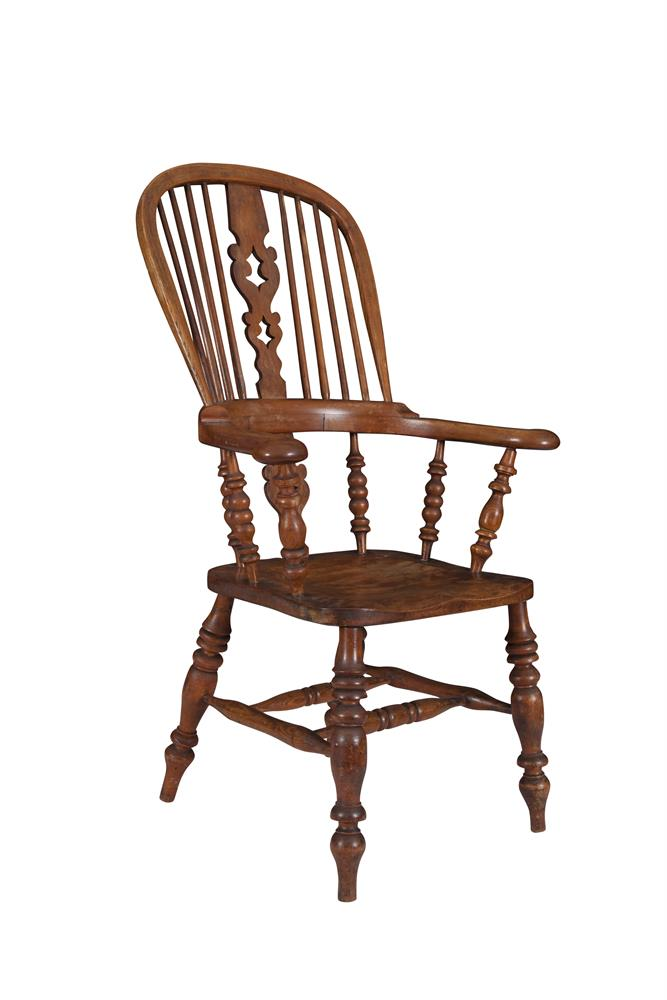 A 19TH CENTURY OAK AND BEECHWOOD WINDSOR CHAIR, the arched back with pierced splat and eight bar supports over a solid panel seat and spindle turned legs joined by a cross stretcher. 114cm high