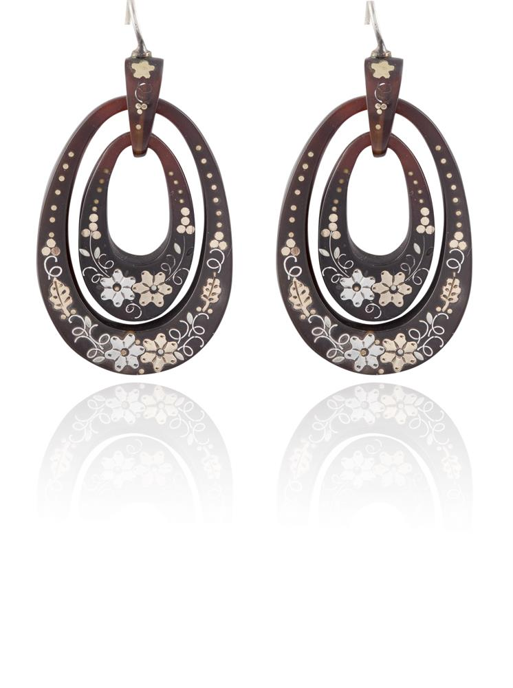 A PAIR OF TORTOISE SHELL PENDENT EARRINGSEach double oval-shaped hoop, decorated with flower motifs, length 4.4cm