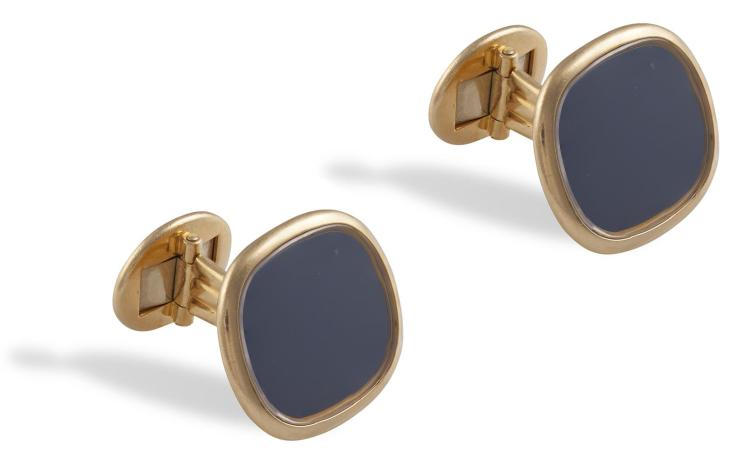 A PAIR OF ELLIPSE D'OR CUFFLINKS, BY PATEK PHILIPPESet to the centre with a cushion-shaped blue plaque, within a polished border, to hinged bar connections, mounted in 18K gold, signed Patek Philippe Genève, numbered 9002-9423, maker's mark, lengt