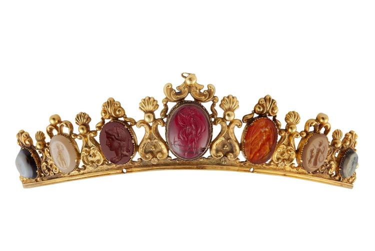 A MID 19TH CENTURY HARDSTONE INTAGLIO AND CAMEO SUITE, CIRCA 1860The diadem composed of seven graduated vari-coloured hardstone intaglios depicting mythological figures, within a mount of elaborate design featuring scalloped motifs surmounted by plu