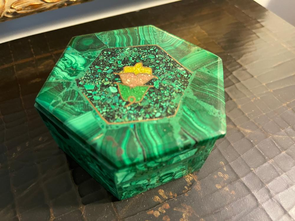 UNKNOWN MATERIAL TRINKET BOX