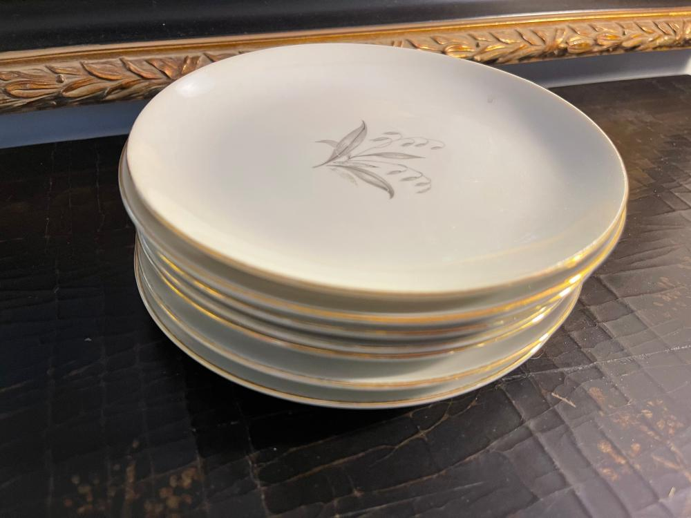 LOT OF SMALL VINTAGE PLATES