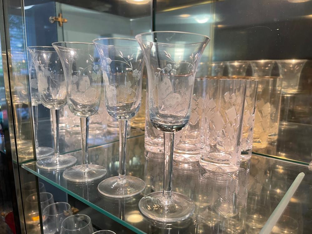LOT OF UNMARKED VINTAGE GLASSWARE