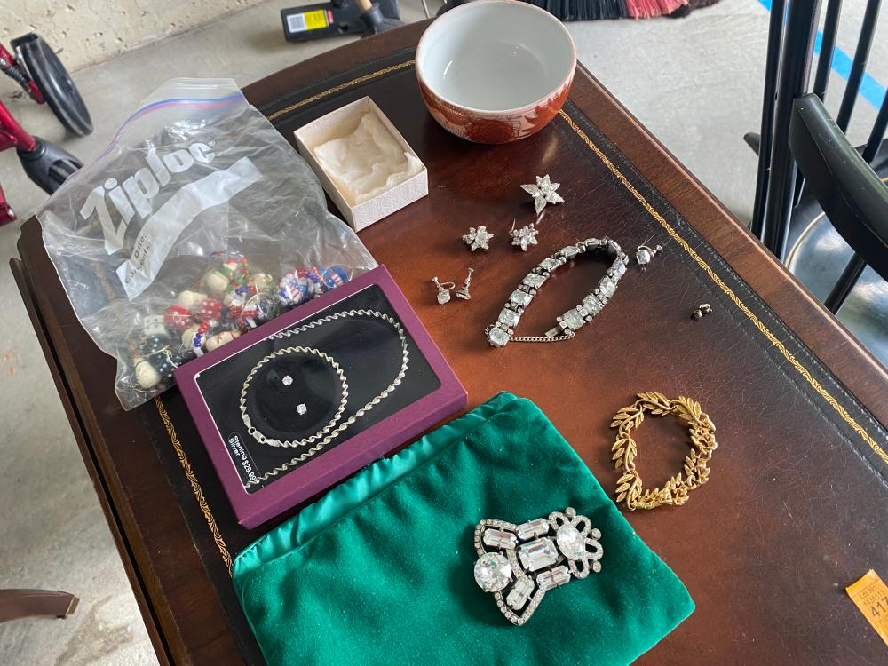VINTAGE COSTUME JEWERLY AND MORE LOT