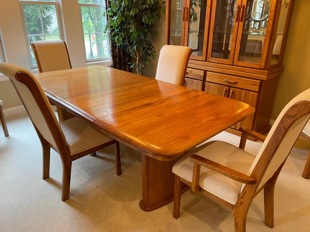 OAK DINING TABLE WITH LEAF AND 6 CHAIRS