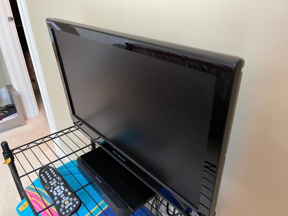DYNEX FLAT SCREEN MODEL DX-L22 22 INCH TV