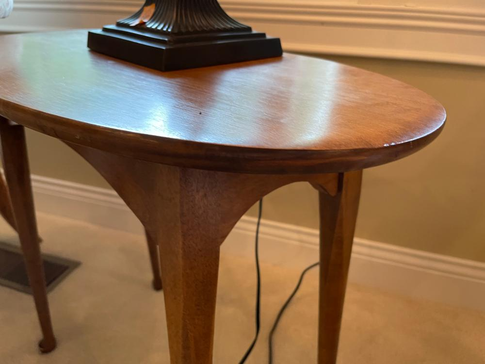 SMALL OVAL WOOD SIDE TABLE