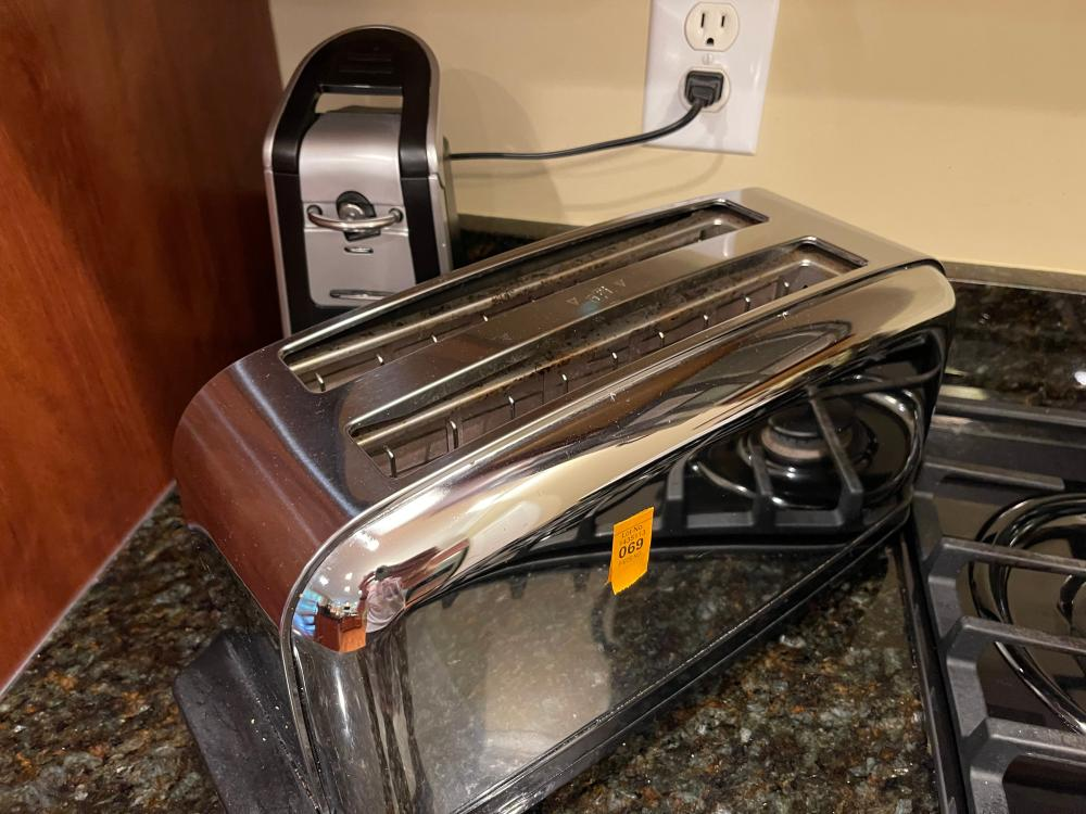 CUISINART 4 PIECE TOASTER AND HAMILTON BEACH ELECTRIC CAN OPENER