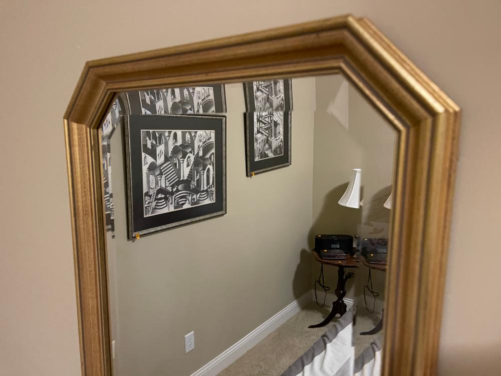 GOLD OUTLINED WALL MIRROR