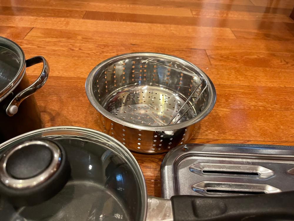 LOT OF KITCHEN BAKE WARE AND POTS