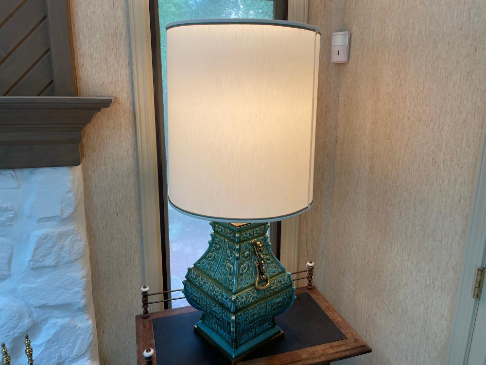 LARGE VINTAGE CERAMIC TABLE LAMP
